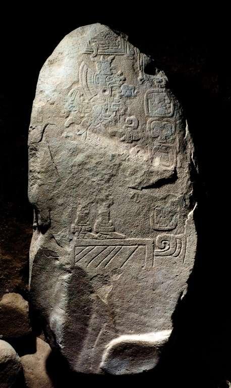 Fragment de la stèle découverte sur le site archéologique maya Tak'alik Ab'aj, au Guatemala. © Guatemalan Ministry of Culture and Sports, AFP
