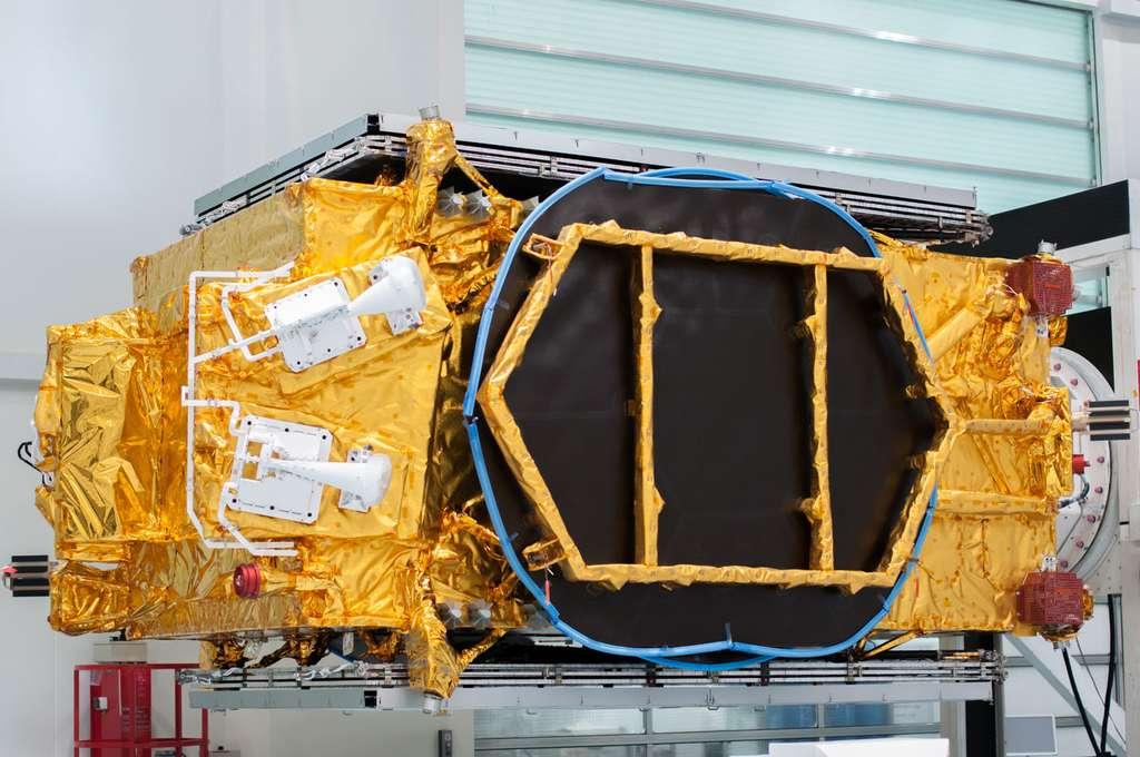 Le satellite TurkmenAlem utilise un support d'antenne imprimé en 3D. Il a été lancé en avril 2015 par un Falcon 9 de SpaceX. © Rémy Decourt