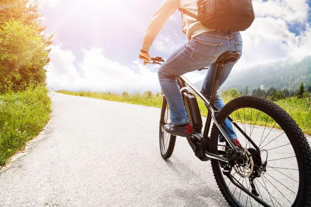 Se déplacer en VTT électrique, c'est bon pour la santé et c'est aussi du sport. © Andrey Popov, Adobe Stock