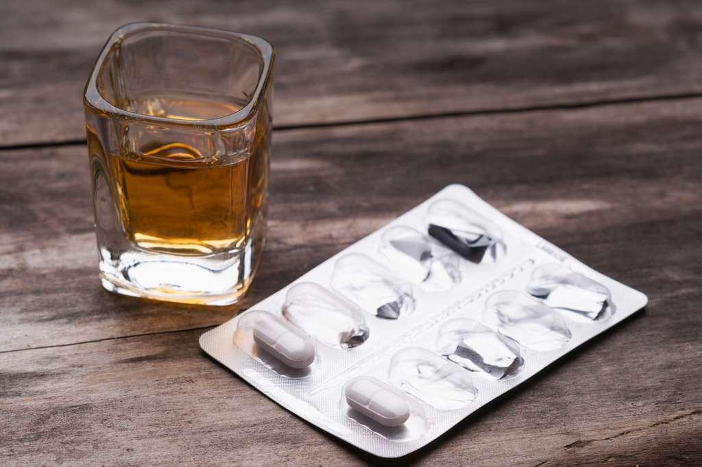 Associé à l'alcool, le paracétamol peut provoquer des atteintes irréversibles au foie. © bbstudio_ada - Fotolia