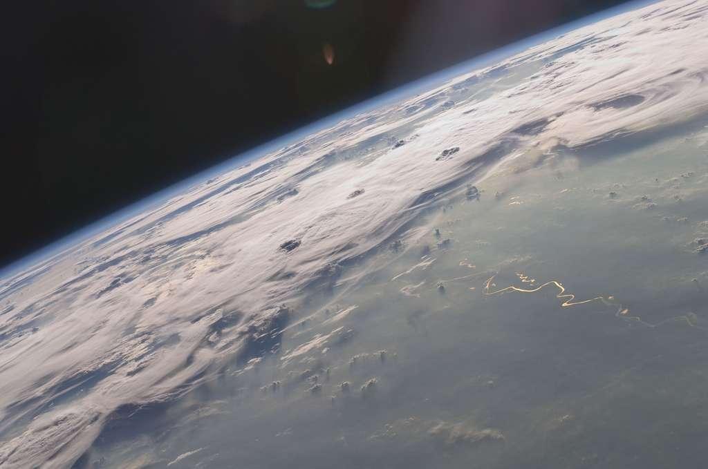 Mer de nuages vue depuis l'espace