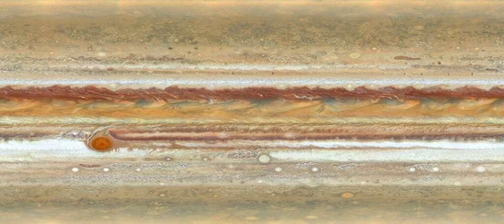 La globuleuse Jupiter mise en plat. Sur cette image complète de la géante, on peut admirer la multitude de tourbillons et accrocs dans les bandes nuageuses. De profondeurs, de largeurs et de couleurs différentes (riches en glace d'ammoniac), les bandes nuageuses sont séparées par des vents pouvant souffler jusqu'à 650 km/h. Les bandes les plus claires sont plus épaisses et élevées que les plus sombres. Les ovales blancs que l'on peut voir sont aussi des anticyclones. © Nasa, ESA, A. Simon (Goddard Space Flight Center), M.H. Wong (University of California, Berkeley)