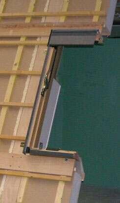 Les spéciaux Modèle de caisson (Rexoflex), spécifiquement destinés aux toitures en tuiles canal. © Unilin Systems