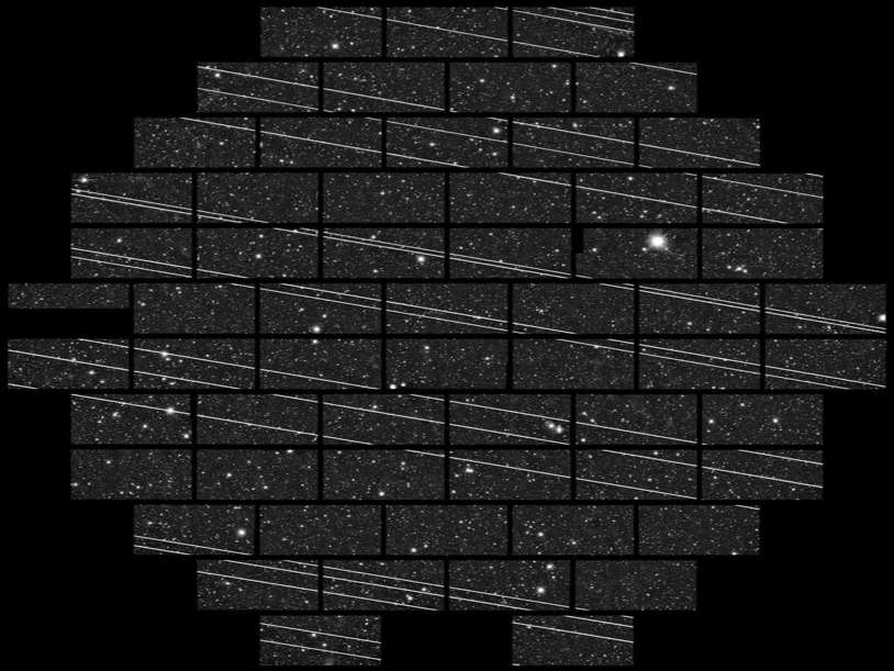 Les satellites Starlink sont clairement visibles sur cette mosaïque d'images astronomiques. © NSF's National Optical-Infrared Astronomy Research Laboratory/NSF/AURA/CTIO/DELVE