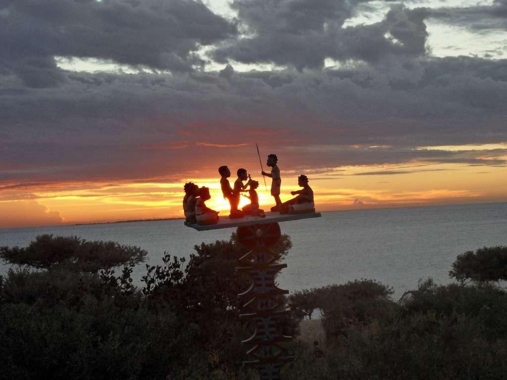 Soleil couchant sur totem malgache