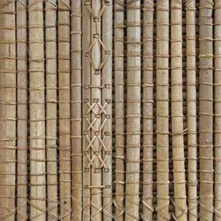 Grande case traditionnelle de Bandjoun. Détail d'une paroi en raphia. © Olivier Testa
