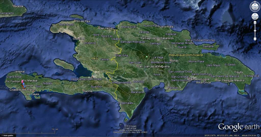 Le massif Macaya, où a lieu l'expédition, se trouve sur la pointe ouest de l'île Hispaniola, en Haïti. L'équipe s'est installée sur le plateau Formon, entre 1.000 et 1.500 m d'altitude et cherchera des puits verticaux pour accéder au réseau de grottes et de galeries. Les noms visibles ici (cliquer sur l'image pour mieux les lire) ne sont pas mentionnés par Google Earth et ont été ajoutés par l'équipe. © Expédition Anba Macaya, verticales souterraines, Google Earth