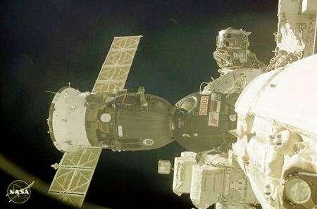 Vaisseau Soyouz amarré à l'ISS. Crédit Nasa