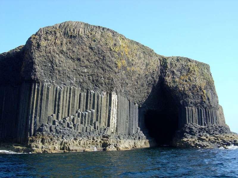 Les orgues basaltiques de la grotte de Fingal, sur l'île de Staffa, en Écosse