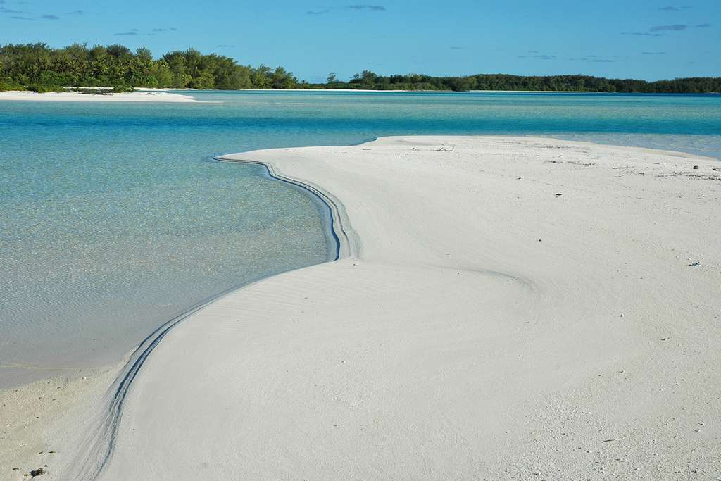 Banc de sable sur le motu Piscine, près de Raivavae