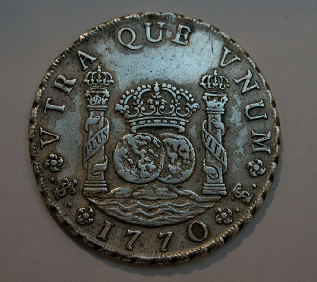 Piastre ou Peso, pièce d'argent du Potosi frappée en 1770, avec la devise de Charles Quint. British Museum, Londres. © Wikimedia Commons, domaine public.