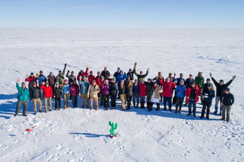 Les scientifiques de la mission Salsa Antarctica vont forer sous la glace pour percer les secrets du lac Mercer en Antarctique. © Salsa Antarctica