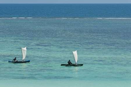 Les Vezo naviguent à bord de pirogues à balancier qui mesurent de 2 à 8 mètres de long. Elles sont munies d'une simple voile carrée. © Alexis Rosenfeld Reproduction interdite