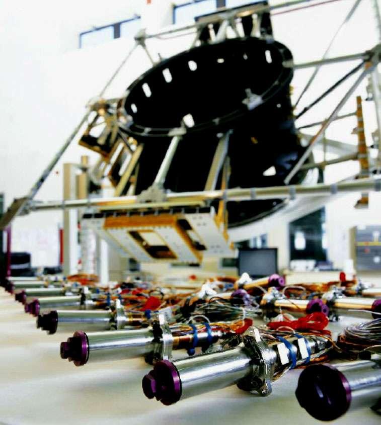 Les propulseurs hydrazine 15 N, utilisés pour le contrôle d'attitude et d'orbite des satellites, ont équipé les satellites Hélios. © Cnes