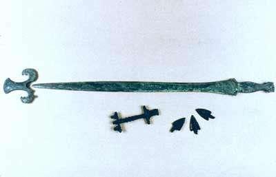Épée de bronze et bouterolle (Sundhoffen, début VIIe s. av. JC). © André Beauquel - Tous droits réservés, reproduction interdite