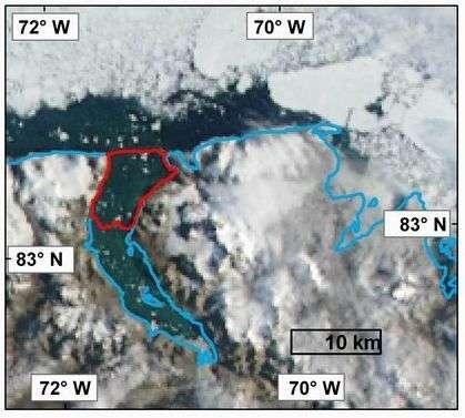 Le 12 août 2008, le plateau de Markham a entièrement disparu, l'eau du lac situé en amont s'est libérée dans l'océan Arctique. Crédit Radarsat