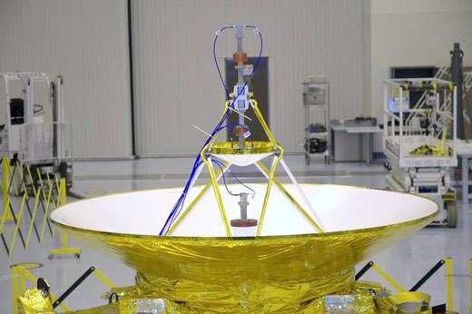 Les deux antennes superposées à haut gain et à faible gain de New Horizons. © Nasa