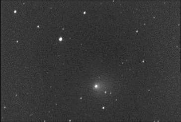Film de la comète Tempel 1 avant et après l'impact