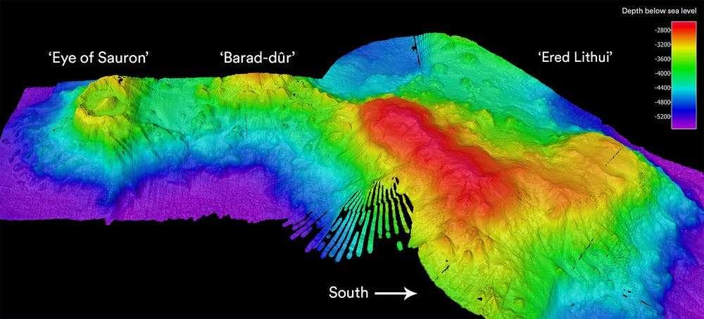 Image de l'Œil de Sauron, Barad-dûr et Ered Lithui obtenue grâce à un sonar multifaisceaux. © Phil Vandenbossche, Nelson Kuna, CSIRO