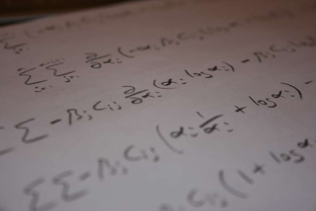 Les mathématiques imposent un langage qui peut paraître trop abstrait à certains. Mais l'envoi d'un courant électrique dans le cerveau pourrait les aider à traduire ce qui leur paraît être du charabia. © Robert Scarth, Fotopedia, cc by sa 2.0