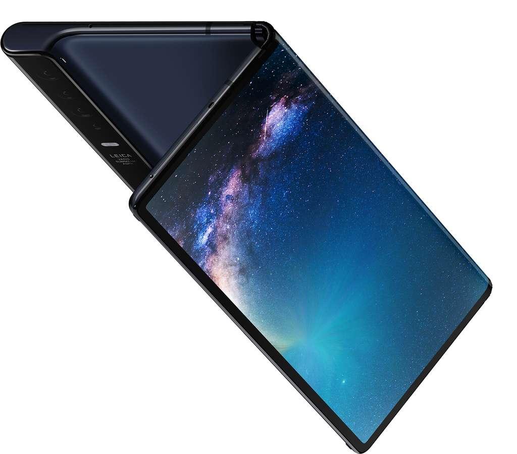 Dans un mois, on pourra enfin prendre en main le smartphone pliable de Huawei. © Huawei