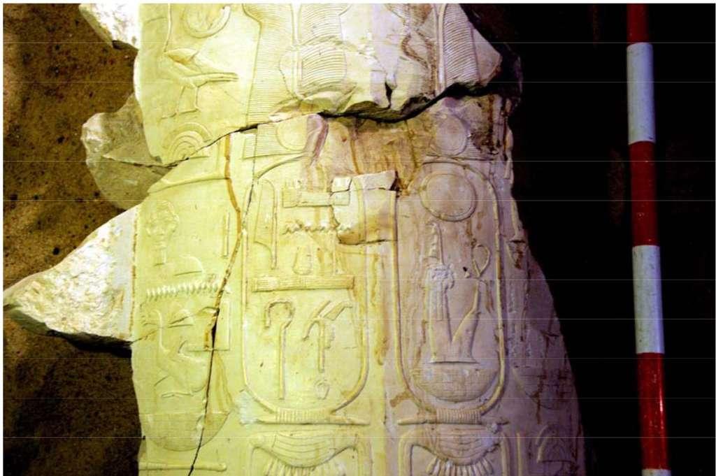 Un cartouche royal au nom d'Amenhotep III retrouvé à Louxor, non loin de hiéroglyphes semblables désignant son fils. © MSA (Ministry of State for Antiquities)