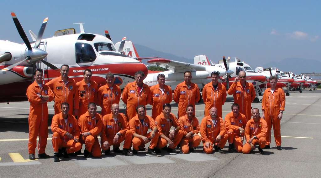 Pilotes de trackers 2011 : G. Prats, J.-C. Sergeant, H.-P. Cordier, P. Calamia, J.-L. Meyer, B. Henry, T. Loine, P. Villedieu, D. Chantereau, V. Romarie, J.-M. Mateo, J. Plassard, T. Chouffot, I. Jurys, P. Roux, P. Prioult, L. Michelet, J.-L. Roland, B. Pérard. Absent : O. Reboul. © Tracker-France - Tous droits de reproduction interdits