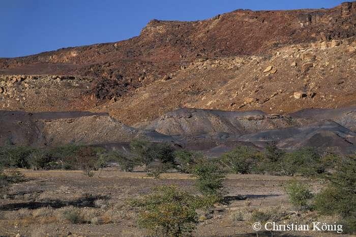 La Burnt Mountain, couche d'argile complètement et littéralement brûlée par le métamorphisme. © Christian König, DR