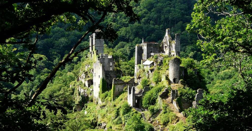 Les tours de Merle, Saint-Geniez-ô-Merle, Corrèze. © Père Igor, Wikimedia commons, CC by-sa 4.0