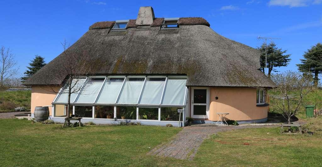 Maison construite en paille au Danemark. © Øyvind Holmstad, Wikimedia commons, CC by-sa 4.0