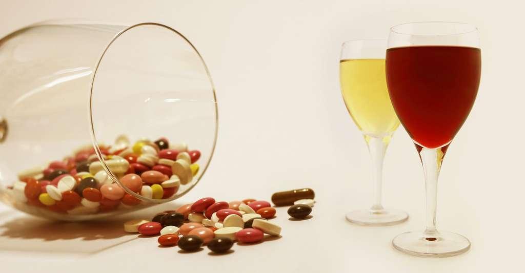 L'alcool et les médicaments ! © Frolicsomepl - Domaine public