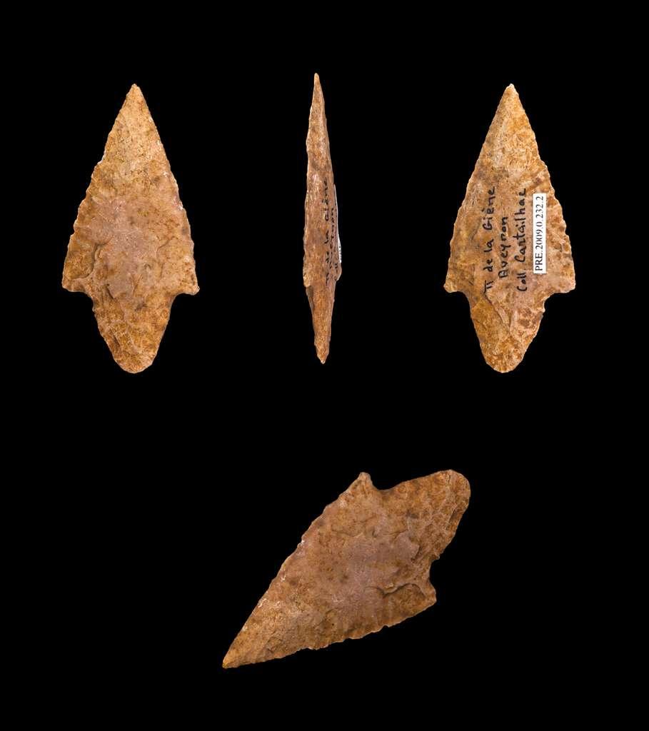 Pointes de flèche du Néolithique : on trouve les mêmes en obsidienne. © Descouens, cc by nc 3.0