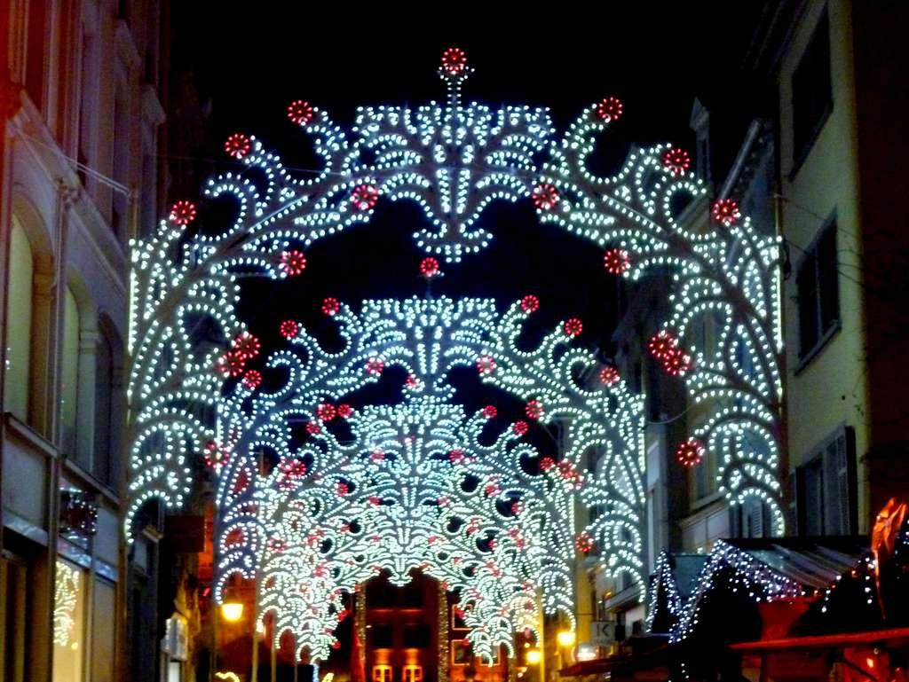 Des décorations de Noël scintillantes, à Mulhouse