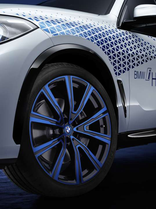 Le plus important pour cette BMW sera d'aspirer beaucoup d'air pour apporter l'oxygène indispensable à la pile à combustion © BMW