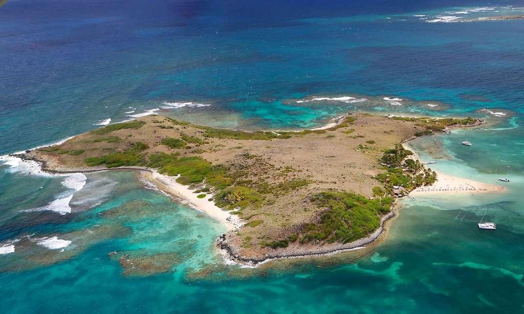 L'îlet Pinel avec sa langue de sable. © Antoine, tous droits réservés