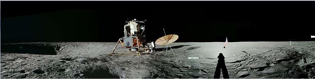 Apollo 12 sur l'océan des Tempêtes. © Nasa/JSC, retraitement O. de Goursac, LUNE, Tallandier, 2008