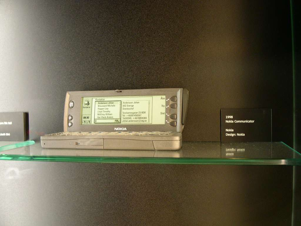 L'histoire du smartphone est déjà longue. Le smartphone Nokia 9110 Communicator sorti en 1998 utilisait le système GEOS, disparu aujourd'hui. Les derniers smartphones de la marque fonctionnent sous Symbian et Windows Phone 7. © tuija CC