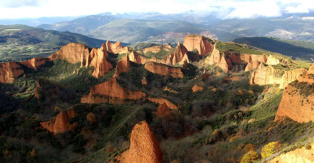 Las Médulas, Carucedo (León, Spain). © David Perez, Wikimedia commons CC by 3.0