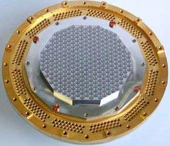 Entrée du capteur bolométrique (faisant face à l'optique du télescope). Crédit Max Planck Institute for Radioastronomy.