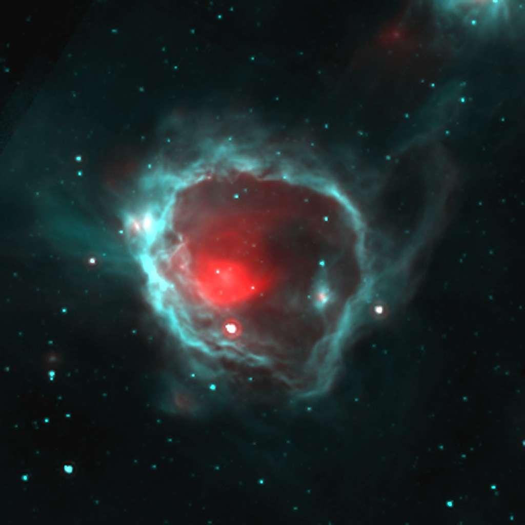 On voit sur cette image en infrarouge du gaz froid (en bleu) accumulé autour d'une étoile massive (masquée au centre de l'image) âgée de quelques millions d'années. Il s'agit de la « bulle carrée » G15.68-0.28. Des étoiles de masse solaire vont se former dans la coquille de gaz froid d'environ 1.000 masses solaires et située à 10 parsecs (300.000 milliards de km) de l'étoile centrale. C'est dans une telle coquille que serait né notre Soleil il y a 4,5 milliards d'années, en même temps que quelques centaines d'autres étoiles. © CNRS-Image tirée de Deharveng et al. (2010) Astronomy & Astrophysics, 523, A6.