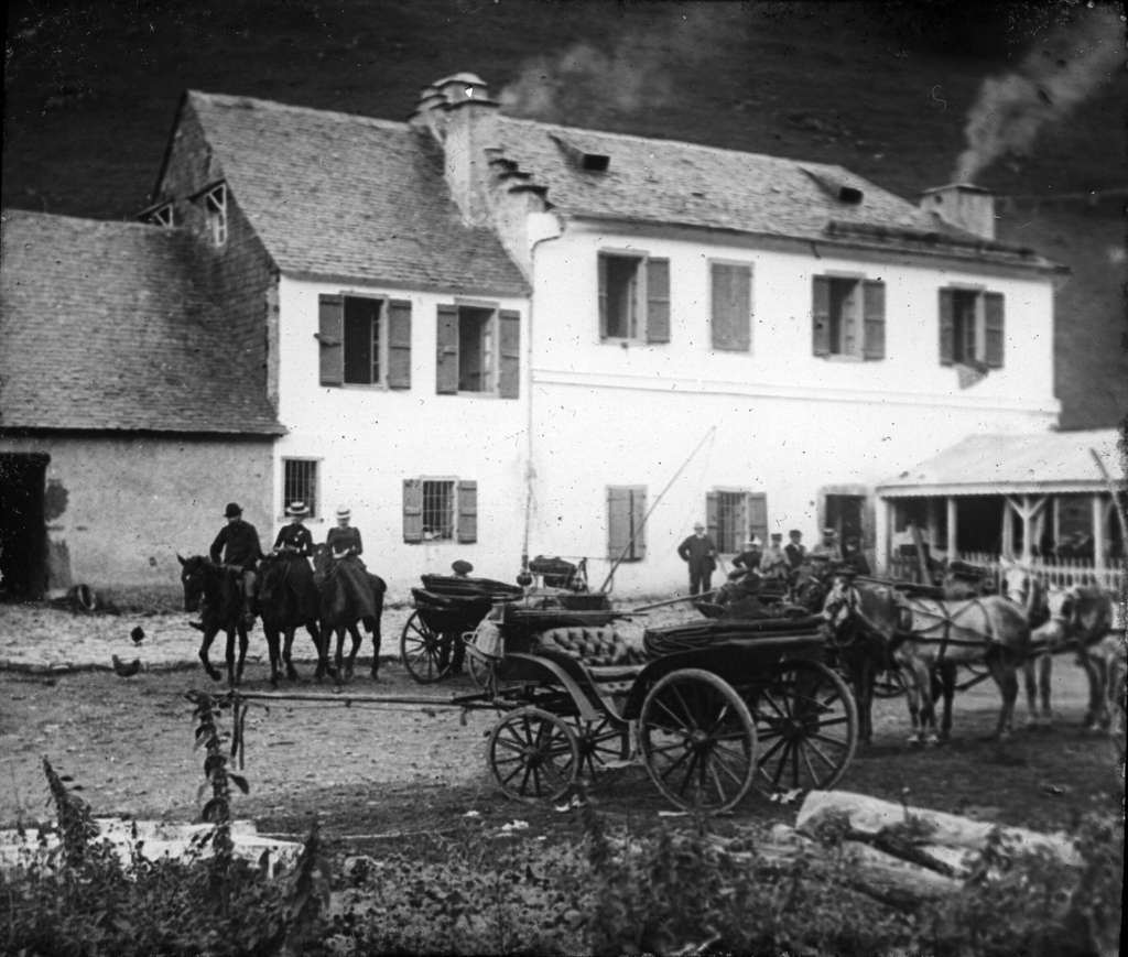 L'Hospice de France en 1890, sur la commune de Bagnères-de-Luchon. Son installation remonte au début du XIIIe siècle. © DP