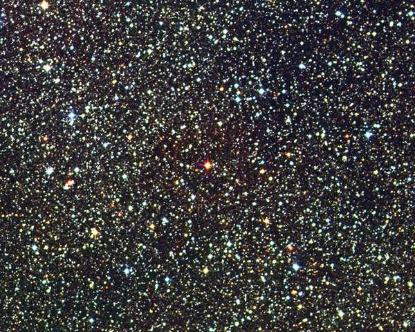 Invisible à l'œil nu, la modeste naine rouge Proxima Centauri n'a été découverte qu'en 1915. © David Malin