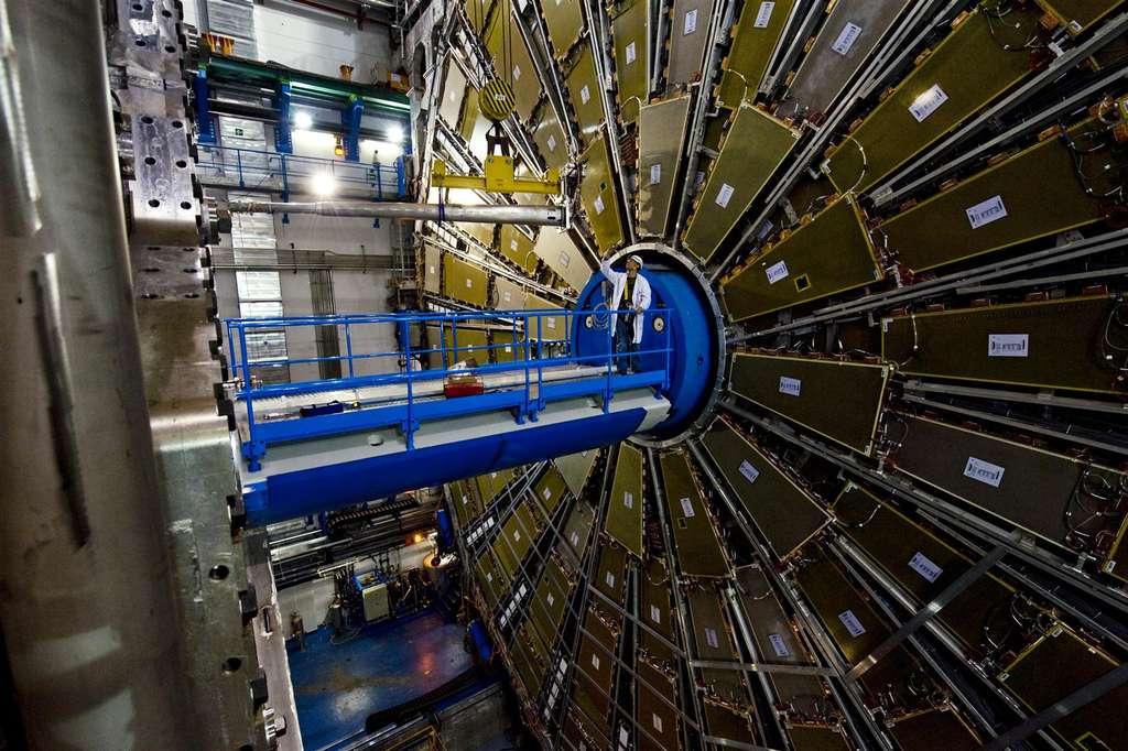 Installation du tube à ultravide dans ATLAS