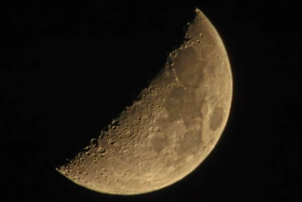 Lune a tic ...