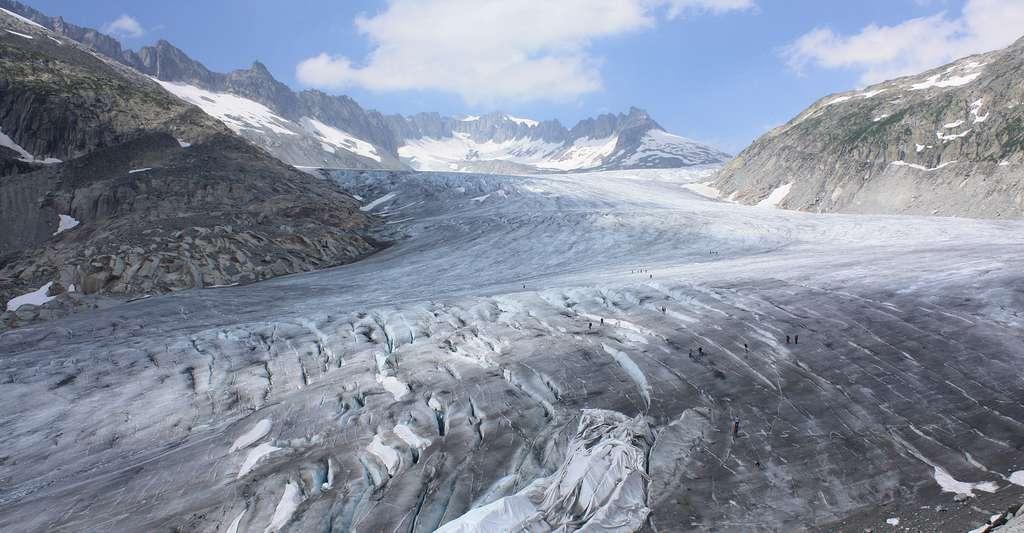 Vue sur le glacier du Rhône depuis le Belvedère. © Jamcib Domaine public
