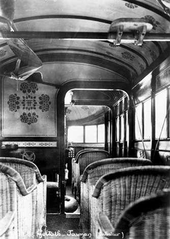 En 1919, la cabine du Farman Goliath F60 offrait déjà aux passagers une vue panoramique vers l'avant. © AVL