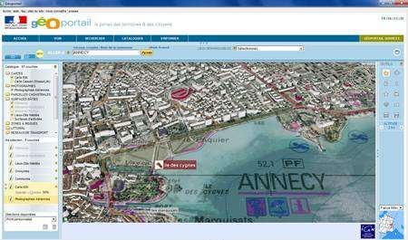 (Cliquer pour agrandir.) Superposition de la vue aérienne d'Annecy et des cartes d'informations © IGN