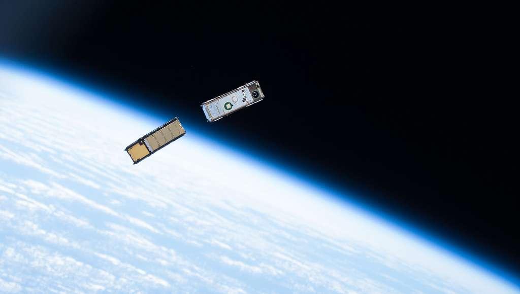 Le CubeSat mesure 10 cm. Il est animé par des composants disponibles pour le grand public. C'est ce type de satellite à bas coût qui devrait abonder en orbite dans les prochaines années. Le souci, c'est qu'ils ne sont pas sécurisés. © Nasa