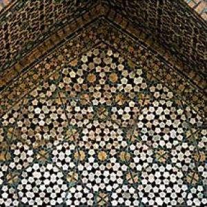 Un pavage non périodique réel : celui de la mosquée Darb-i Imam, à Ispahan, en Iran, construite en 1453. © Peter J. Lu / NY Times
