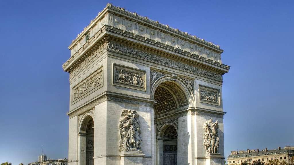 L'arc de triomphe de l'Étoile, symbole de la gloire napoléonienne